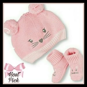 bec400021cb Baby girls kitty hat and booties set ...